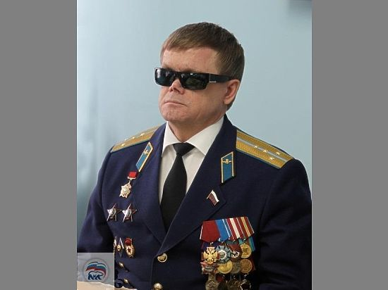 Поздравляет депутат Госдумы Владимир Вшивцев