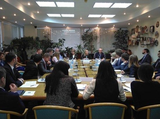 Молодые парламентарии обсудили острые вопросы